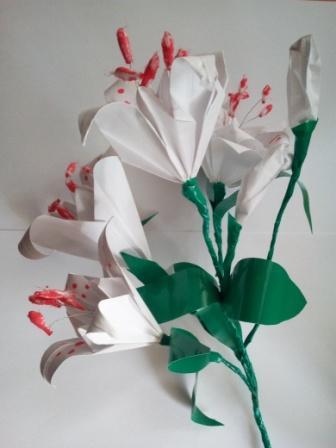 Простые цветы из бумаги. Поделки своими руками для детей.   448x336
